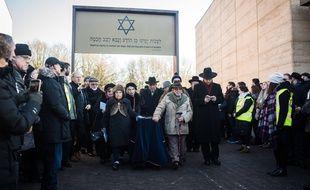 Six restes de victimes de la Shoah ont été enterrés au cimetière juif de Bushey, dimanche 20 janvier.