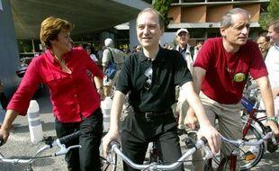 """Des élus adhérents du Club des villes et territoires cyclables viennent de lancer le Club des parlementaires pour le vélo, qui veut agir en faveur d'une """"vraie politique du vélo en France""""."""