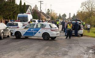 La police hongroise enquête sur la collision frontale entre un minibus et un camion en Hongrie (image d'illustration).