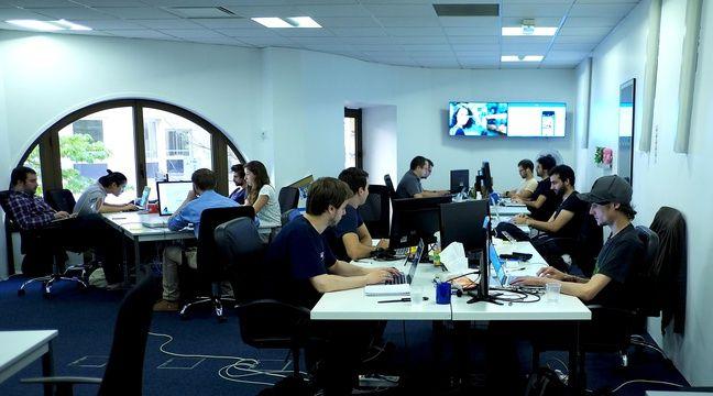 Les bureaux de l'application française Happn, du côté des développeurs.  – Happn