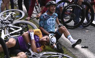 Le Tour de France 2021 a été par de lourdes chutes.
