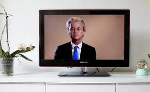Le député anti-islam Geert Wilders, chef du Parti pour la Liberté (PVV), sur un écran de télévision, prêt à diffuser des caricatures de Mahomet, le 24 juin 2015
