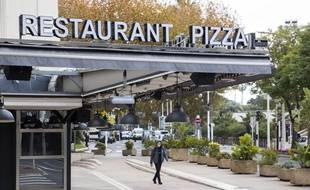 Un restaurant fermé à Cannes, le 30 novembre 2020, en pleine période de confinement contre le Covid-19.