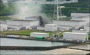Le séisme a par ailleurs provoqué un début d'incendie dans un transformateur de la centrale nucléaire de Kashiwazaki-Kariwa, une des plus grandes du monde, située à proximité de l'épicentre.