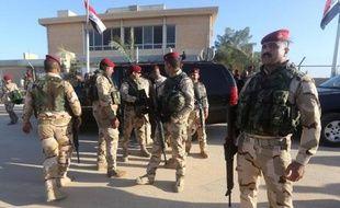 Des soldats irakiens sur la base aérienne Al-Asad, dans la province d'Anbar, le 11 novembre 2014