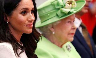 La reine Elizabeth II et Meghan Markle en visite à Chester le 14 juin 2018.