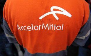 """Le groupe sidérurgique ArcelorMittal a assuré samedi qu'il """"respectait"""" les salariés exerçant des mandats syndicaux, après sa condamnation pour discrimination syndicale aux dépens de 5 salariés ou anciens salariés engagés dans les années 1970 dans son usine de Fos-sur-mer."""