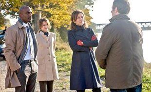 Corinne Touzet, au centre, assure le rôle de Louise, super flic chez Interpol.