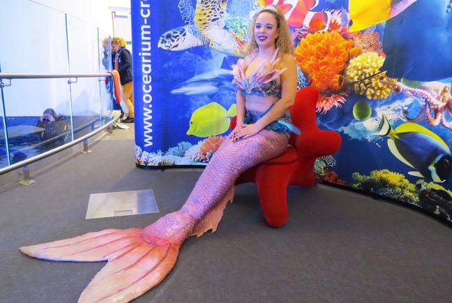 La nageoire de la sirène Andrina pèse 5 kg.