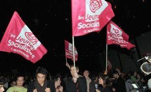Quelques centaines de militants du Mouvement des Jeunes Socialistes (MJS) ont entamé samedi matin à Soustons (Landes) un week-end de discussions et de débats, un an après la victoire de François Hollande, où sont attendus six ministres.