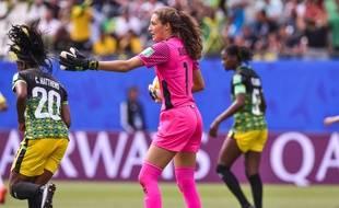 Même si elle a encaissé un triplé de Cristiane, Sydney Schneider a réalisé un match épatant, ce dimanche à Grenoble contre le Brésil.