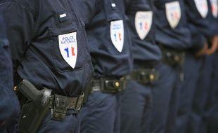 Illustration de policiers nationaux, à Toulouse, lors d'une cérémonie.