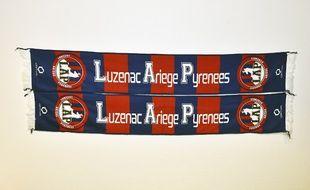 Des écharpes du club de Luzenac Ariège Pyrénées (LAP).