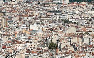 La métropole s'étend sur 3 149 km2 et compte 582 hab/km2.