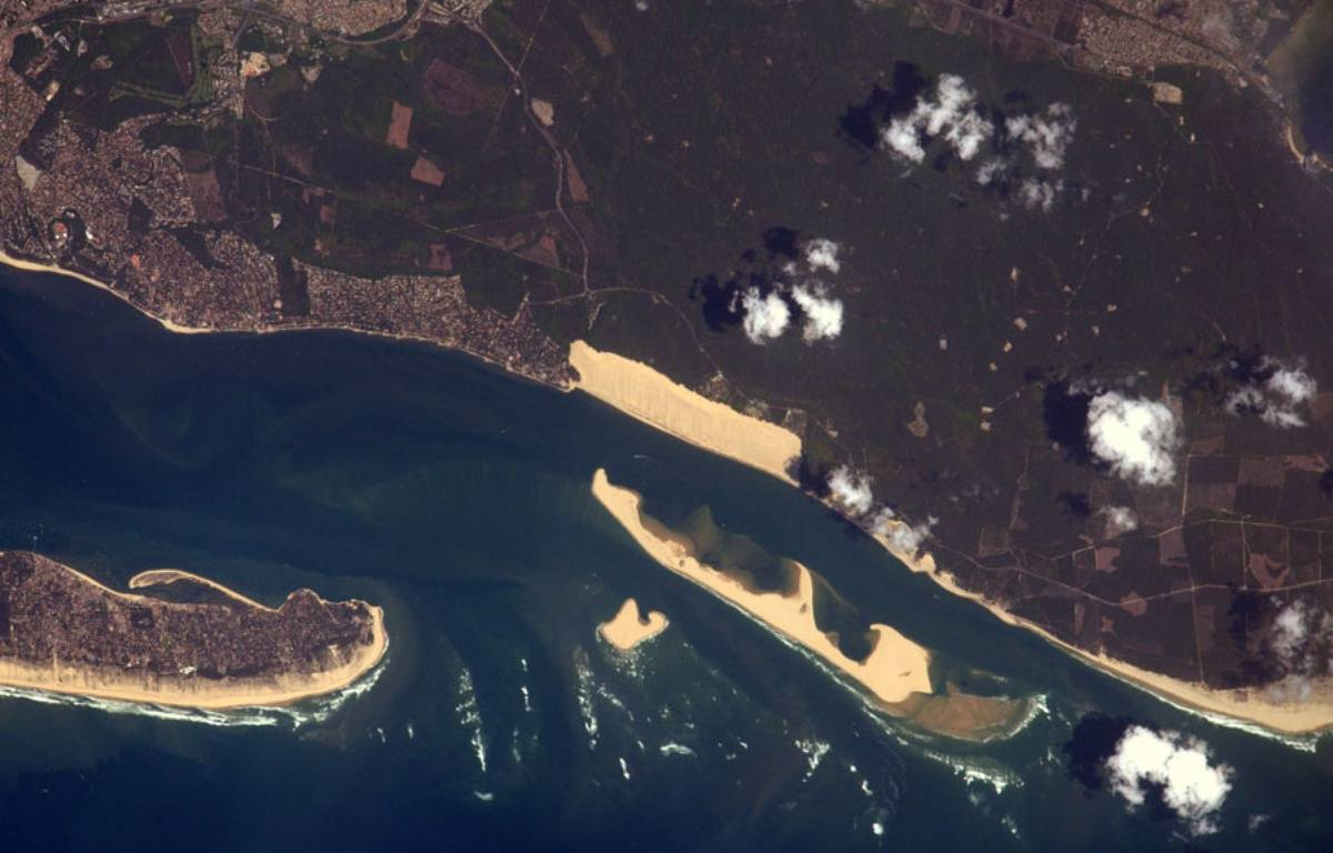 La dune du Pilat, plus grande dune d'Europe vue de la station internationale.  – Capture d'écran twitter Thomas Pesquet