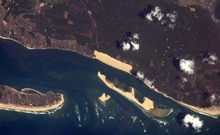 La dune du Pilat, plus grande dune d'Europe vue de la station internationale.