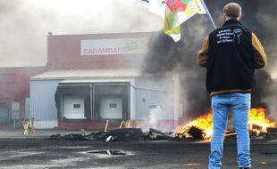 Manifestation devant l'usine Carambar, à Marcq-en-Barœul, dans le Nord.