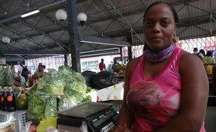 Emmanuella Dintimille, commerçante en fruits et légumes à Fort-de-France, en Martinique, le 4 février 2012.