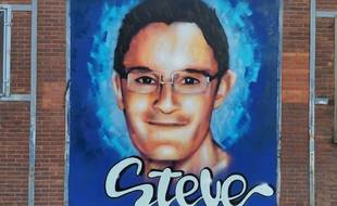 La nouvelle fresque en hommage à Steve Maia Caniço est visible depuis le quai Wilson, sur le même bâtiment que la précédente.