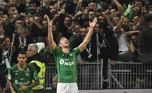 L'attaquant slovène Robert Beric a libéré l'ASSE d'un coup de tête victorieux à la 90e minute, dimanche lors du derby. PHILIPPE DESMAZES