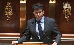 Le député UMP Nicolas Dhuicq à la tribune de l'Assemblée Nationale, le 27 novembre 2012.