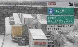 La N118 sous la neige près de Paris, le 12 mars 2013.