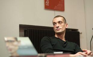Piotr Pavlenski  en 2016 pour la présentation de son livre, 'Le Cas Pavlenski'.