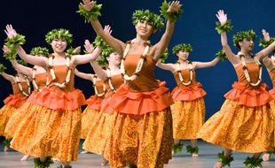 Danse du hula. (Illustration)