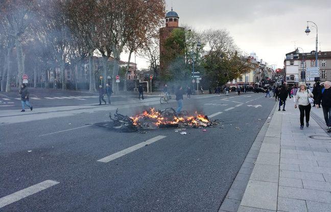 Le Pont-Neuf à Toulouse, après le passage d'un cortège de lycéens en colère, le 06 décembre 2018.