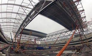 """Le Grand stade de Lille, le plus moderne de France avec son toit rétractable et une """"Boîte à spectacles"""" installée sous la pelouse naturelle, ouvrira bien ses portes au public comme prévu à l'été 2012."""