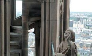 La flèche de la cathédrale a notamment été renforcée pour résister à un séisme.