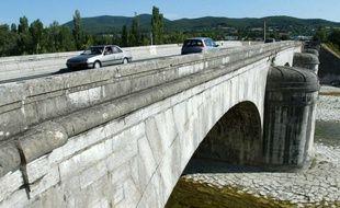 Un pont, en France (illustration).