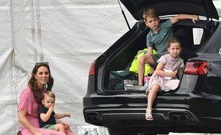 Kate, ses enfants (et une voiture).