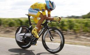 Le maillot jaune Alberto Contador lors du dernier passage du Tour de France à Bordeaux en 2010.