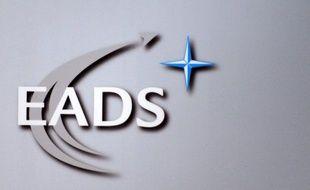 Le titre EADS plongeait de près de 9% jeudi matin à la Bourse de Paris, et perdait plus de 4% à Londres, au lendemain de l'annonce d'un projet de fusion entre le groupe européen d'aéronautique et de défense et son concurrent britannique BAE Systems.