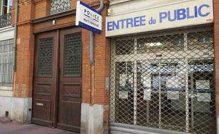 Le commissariat de la rue du Rempart Saint-Etienne à Toulouse, fermé après l'agression d'un policier au couteau, le 30 août 2016.