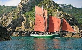 Basé à Plérin, Le Grand Lejon navigue régulièrement au large des côtes.