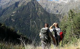 Des agents de l'ONCFS (Office national de la chasse et de la faune sauvage) dans les Pyrénées.