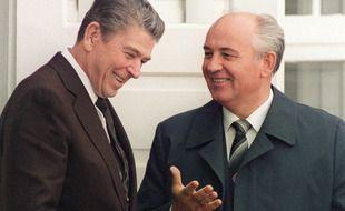 Ronald Reagan et Mikhaïl Gorbatchev le 11 octobre 1986 à  Reykjavik (en Islande)