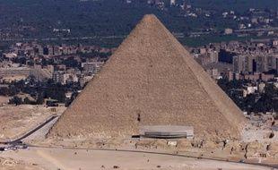 Vue Aérienne prise le 23 janvier 2000 de la pyramide de Khéops près du Caire.