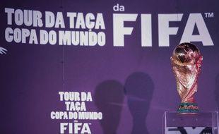 Le trophée de la Coupe du monde de football, le 29 mai 2014, à Sao Paulo.