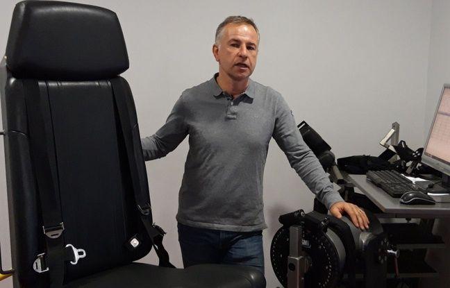 Philippe Izard, médecin du Stade Toulousain, avec un appareil d'évaluation musculaire utilisé notamment par les joueurs blessés.