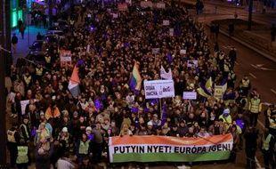 Manifestants à Budapest pour protester contre une visite prévue du président russe Vladimir Poutine, le 16 février 2015