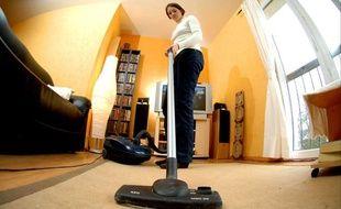 Plus de 60 milliards d'heures de travail domestique ont été réalisées en France en 2010, selon l'Insee