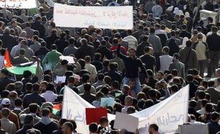 La Jordanie est secouée depuis près de deux ans par des manifestations qui se sont multipliées ces derniers temps pour réclamer des réformes politiques et économiques, mais le régime n'est pas menacé en dépit d'appels inédits au départ du roi Abdallah II, estiment des analystes.