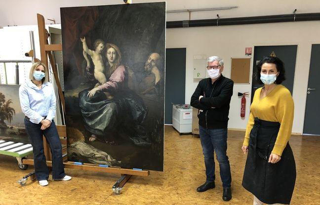Armelle Demongeot et Marina Weissman, restauratrice, accompagnées de Roland May, le directeur du CICRP.