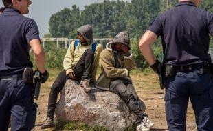 Illustration d'officiers de police à Calais, dans le nord de la France, en mai 2017.