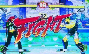 L'ouverture d'un combat dans le jeu Street Fighter.