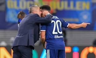 Sylvinho donne ici des consignes à son compatriote Fernando Marçal, mercredi à Leipzig.