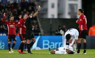 Zlatan Ibrahimovic a pris un carton jaune contre Swansea et sera suspendu pour le choc face à Arsenal.